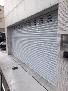 大阪府箕面市 電動シャッター 2台用 オリジナル 通風穴1