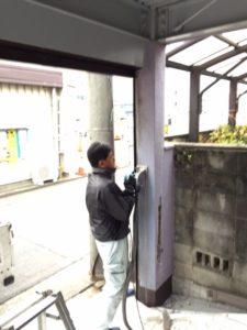 愛知県北名古屋市 シャッター下地 準備 鉄骨 モルタル 3
