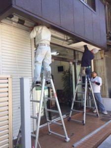 愛知県名古屋市西区 手動シャッター取替 オリジナル パールホワイト 軒天解体 復旧 のき天 5