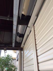 愛知県名古屋市西区 手動シャッター取替 オリジナル パールホワイト 軒天解体 復旧 のき天 4