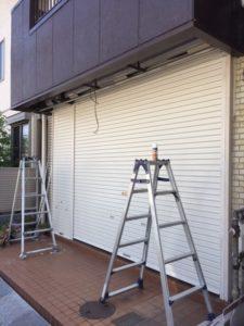 愛知県名古屋市西区 手動シャッター取替 オリジナル パールホワイト 軒天解体 復旧 のき天 1